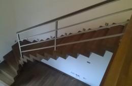 Schody dywanowe drewno