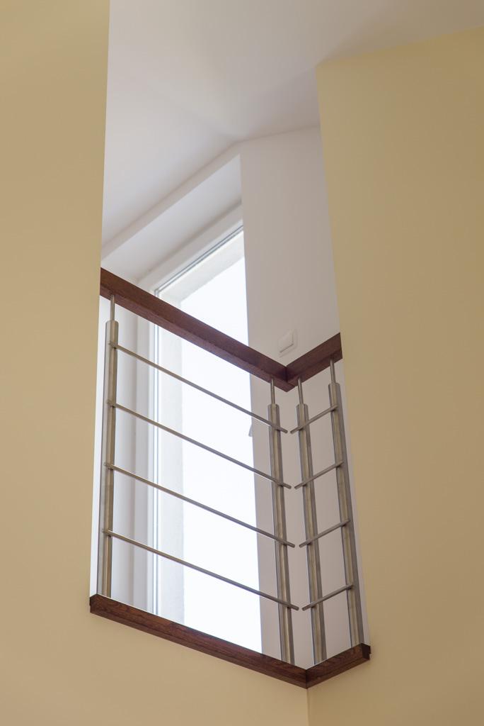 Balustrada ze stali nierdzewnej z pochwytem drewnianym Rzeszów