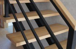 Schody konstrukcyjne w stylu loftowym